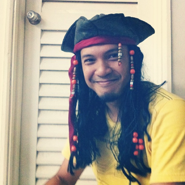 Azman bought a Captain Jack Sparrow wiggy hat at Disneyland Paris LOL
